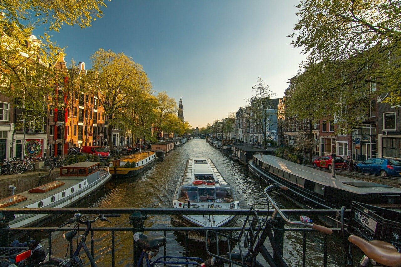amsterdam-1089646_1280.jpg